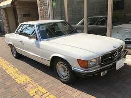 380SLCは1980年と1981年の2年間のみ正規ディーラーであるヤナセにて販売!SLCの最終車で1982年からはSEC(380・500)が後継モデルとしてデビューした!!現車は1981年の最終物!