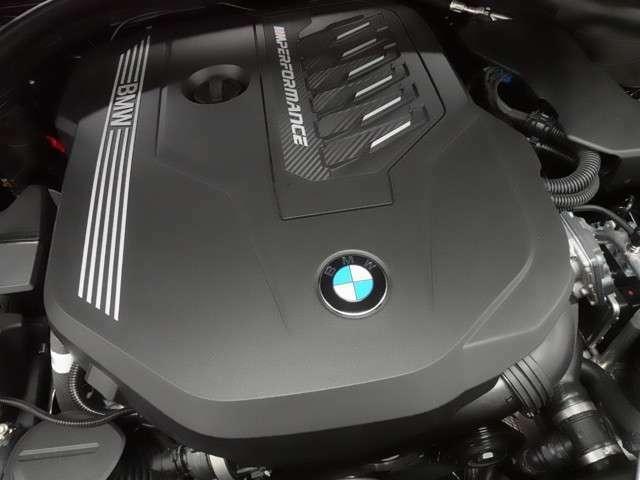 ♪比較的低回転で最大トルクを発揮し、シームレスな加速感を得るダウンサイジング・ターボ。ハイパワーと低燃費を実現したエンジンが、「駆け抜ける歓び」を貴方に。