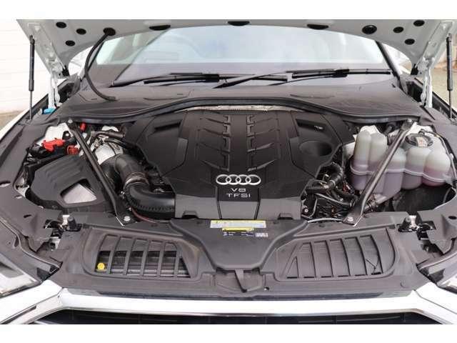 排気量を小さくし、燃費・環境性能向上と余裕あるパフォーマンスを両立する直噴エンジン。