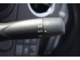 暗くなると自動でライトを点灯してくれるオートライトシステム♪