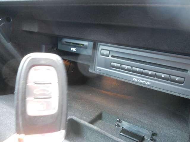 スマートキー付きで、プッシュスタートでエンジンかけることが出来、とても楽です。鍵をカバンの中に入れておいても大丈夫です。楽々エンジンスタートができ、鍵をなくすことがなくなりますので安心☆
