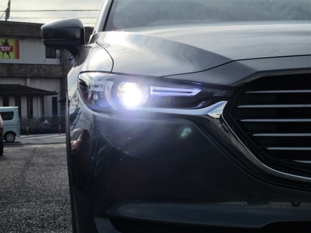『LEDライト』従来のハロゲンヘッドライトより大光量で安全・安心なのはもちろん、ピカッとクールでスタイリッシュ☆カッコよくて安全なんて、ウレシイ装備です♪