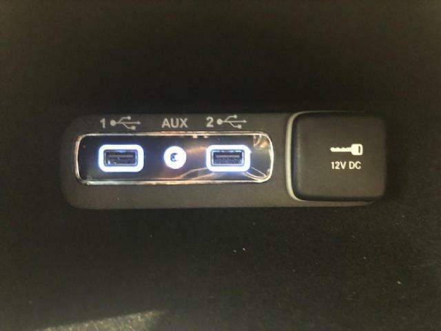 Limitedには、506WのAlpine製プレミアムサウンドシステムを標準装備。USBからの出力も可能に。