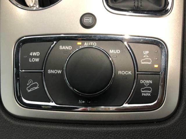 雪、砂地、泥、岩場など、様々な路面状況に適した走行モードを選択できるトラクションコントロールシステム。「SNOW」「SAND」「AUTO」「MUD」「ROCK」の5モードから選択できます。