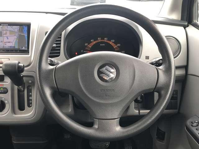 【ハンドルまわり】スタイリッシュな見た目で、ドライブも楽しくなりますね。