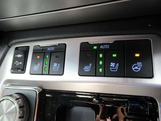 【シートヒーター&シートクーラー】高級車にふさわしい快適装備で、夏場は座面から涼しい風が、冬場は身体の芯からポカポカになりますね。
