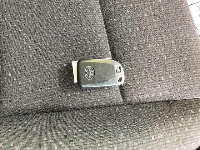 スマートキー付きです!鍵を出さず、ポケットやかばんの中に入れたままでも解錠できます!かなり便利な装備です!一度使えばクセになります!