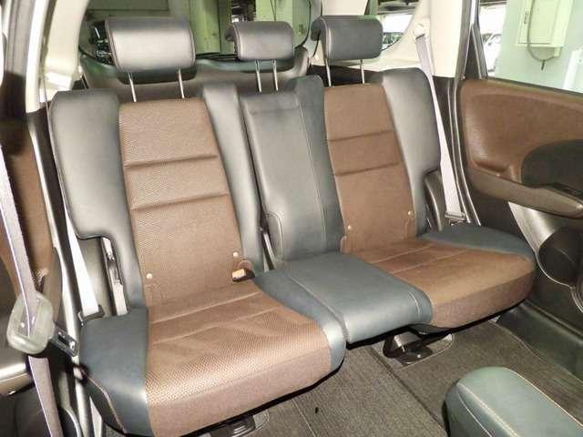 【後席】後席のお足元もとっても広いですよ♪後席シートも乗り心地OK!ゆったり乗れます♪是非一度実際にご覧になってください!