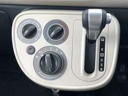 【シフトレバー】シフトも操作しやすいデザインになっております!快適なドライブを楽しんでいただけます♪◆【オートブレーキホールド】足元もすっきりして信号待ちからの発進も楽々!!