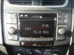 操作ラクラクな AM/FMラジオ付CDプレーヤー装備。