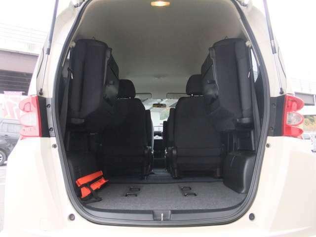 ◆12.サードシートを起こせば大容量収納も可能です。