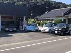 在庫は輸入車から旧車まで、カスタムカーを中心に取り揃えております。
