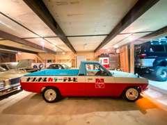 面白い車も展示中ですよ~♪レアなクルマや懐かしい車もあるので見るだけでもいいのでご来店下さい!