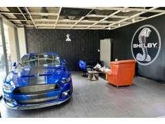 商談スペースです。新車販売、代理販売、買取、注文販売も承っております。お車に関することは何でもご相談ください!