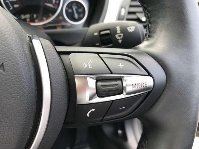 ステアリングに配置しているスイッチで、オーディオのボリュームやラジオ・CDの選局が出来ます。ハンドルを話すことなく、快適にオーディオを操作できます。