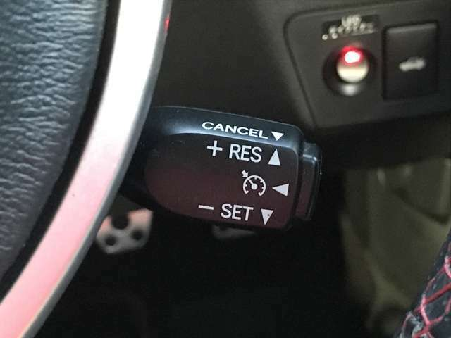 「クルーズコントロール」 アクセルを踏まなくても設定した速度で自動的に走行するのでドライバーの負担を軽減します♪