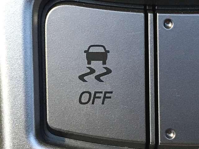「横滑り防止装置」 滑りやすい路面で横滑りを感知すると、自動的に車両の進行方向を保つように制御する安全装備です♪