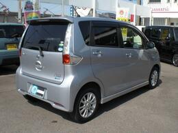 掲載しておりますお支払い総額は、愛媛県内名変、車庫証明手続き費用込み、下取り無し、ご来店納車での価格となります