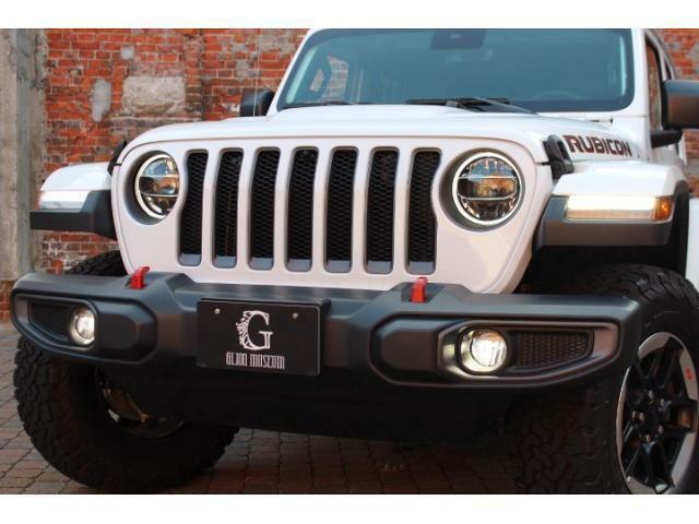 本国オプションのLEDヘッドライト、テールライトが装備されております。
