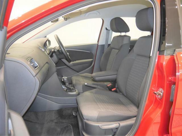 身体をしっかりと支えるファブリックシート。ホールド性の高いシートですので長距離運転しても疲れないです。