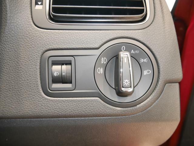 オートライトシステムにより、ライトの消し忘れによるバッテリー上がりを防げます。メーター照度調整機能は、ヘッドライトの光軸の高さ調整と、メーター照度の調整が出来ます。