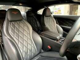 ダイヤモンドキルトステッチが施されたブラックレザーシート!前席シートヒーター、パワーシートを装備しております。