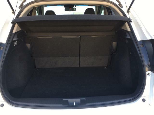 【ラゲッジルーム】大容量のスペースを確保。シートを倒すことでバリエーション豊かに収納できます。