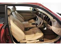 ベージュ色を基調とした落ち着いたインテリアです。乗車する度にドライバーをその気にさせてくれます。