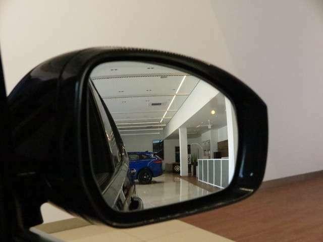 ブラインドスポットモニター/クロージングビークルセンシング「ミラーでは見ることの出来ない死角にいる車の存在をセンサーにより感知し知らせてくれます。」