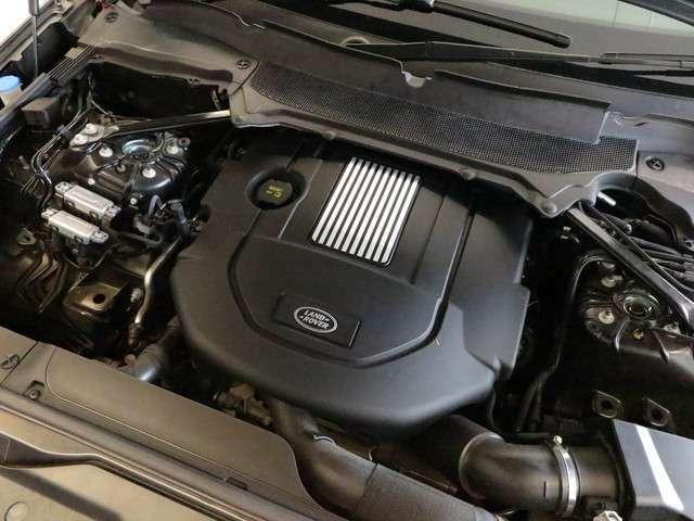 「3L V6ターボチャージド・エンジンを搭載。トランスミッションは、8速オートマチックを搭載しております。」