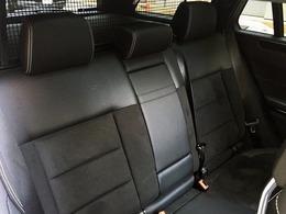 後席は分割可倒方式で長尺物の積載などアレンジ可能になっています!