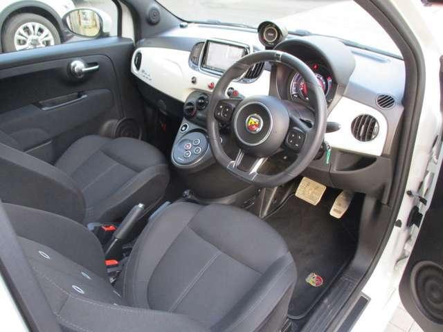 イタリア車ならではの、シンプルでおしゃれな雰囲気です!