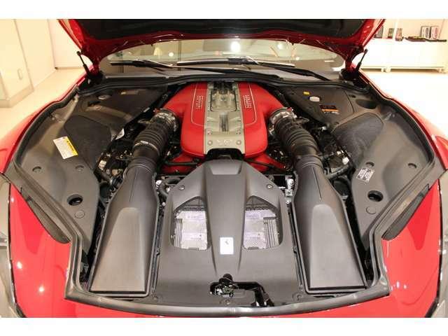 V12エンジンルーム