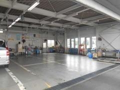 店舗内には指定整備工場を併設しており、アフターサービスも安心の体制です。