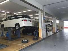 サービス工場もしっかり完備しております。大切なお車のことで何かございましたら、お気軽にご相談下さい♪