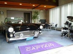1階室内ショールーム&商談ルームです。こちらでご希望のお車をお客様とご一緒にお探しいたします!