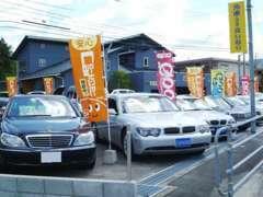 県道194号線(山口防府線)沿いに厳選中古車を多数展示してます。希少な車もございますので、お気軽に遊びに来てください!!