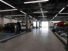 フィットやハイブリッド車、HONDA人気の軽自動車など、多数展示しております。店頭に無いお車もご希望に応じてお探しします。