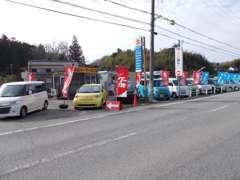 中古車展示場です!!ショールームと離れていますので、道路を挟んで反対側がショールームになります。