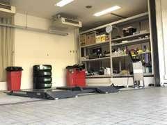 整備スペースも完備しております!ご購入後のアフタサービスもお任せください!※多の津事務所
