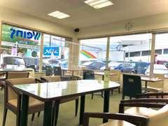 当店では感染症防止の為、飛沫防止パーテーションやお客様テーブルの消毒、換気対策などを行っております。