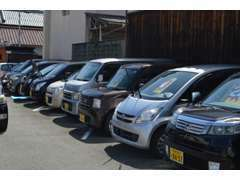 クルマ業界が長い仕入れ専門のスタッフにより厳選された高品質車両が常時10台強を展示!