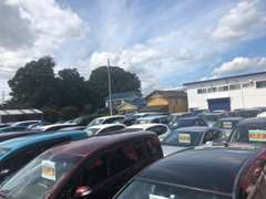 掲載車両以外にも展示中!駐車場も完備しておりますのでお車でのご来店もお待ちしております。