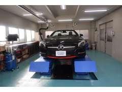 認証工場、整備ブースを完備しております。納車前、ご購入後の整備も承ります。