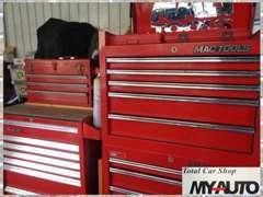 ◆ガレージ内も清潔に!最善を尽くし作業に集中できるよう工具もしっかり整理しています。