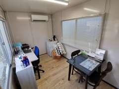 小さな事務所ですので、整理整頓を心掛けております。