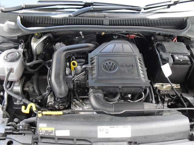 エンジンルームも非常に綺麗でオイル漏れ等ございません。