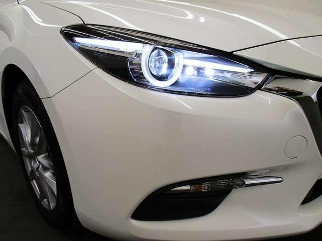 LEDヘッドライトが付いているので、より遠くまで明るく照らし、夜間のドライブで視認性を確保してくれます。