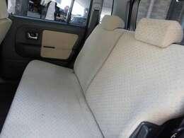 後ろ席も大変綺麗です!!汚れは出来る限り落とさせて頂きます!