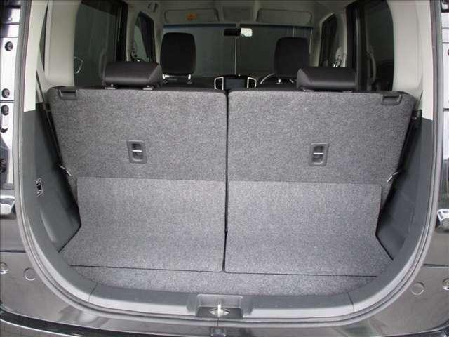 定員乗車時でも日頃のお買い物程度ならしっかり積める荷室も確保しています。高さがあるので、背の高い物品も積み込み可能です!